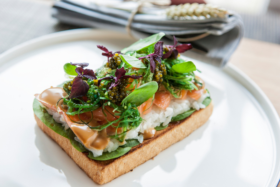 Lachsbrot mit echtem Störkaviar
