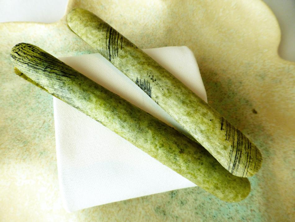 Schwertmuschel mit Mineralien und Sauerrahm